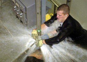 شركة عزل خزانات بالرياض  شركة عزل خزانات بالرياض 0503152005 US Navy 040308 N 0000P 002 Sailors practice repairing leaks in the  ldquowet trainer rdquo on board the Submarine Training Facility SUBTRAFAC in Norfolk Va